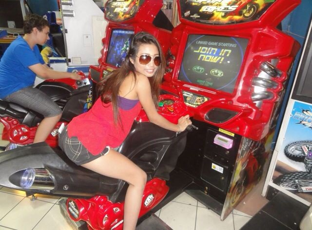 Meet Filipina Girls - Poker in the Philippines