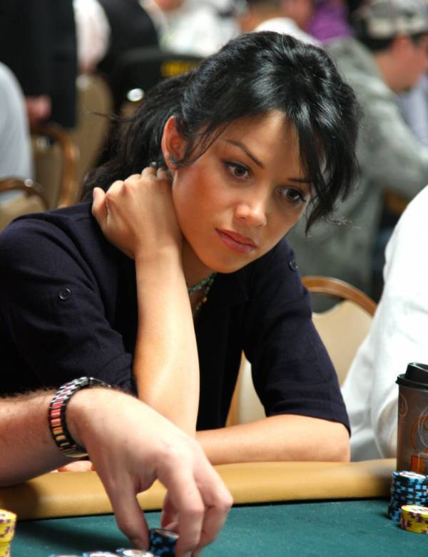Playing online poker in Costa Rica - girls
