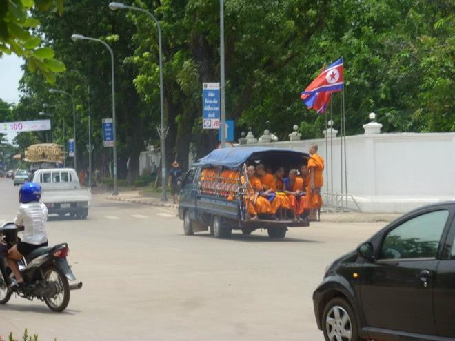 16-laos-pdr-monks-flag
