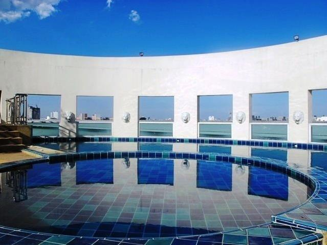 Symphony Condo Pool - Living in Thailand - Poker
